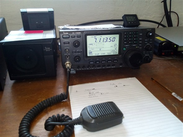 Photo:The radio station's Icom HF radio transceiver tuned to 7.113.50 MHz on the 40 metre band.