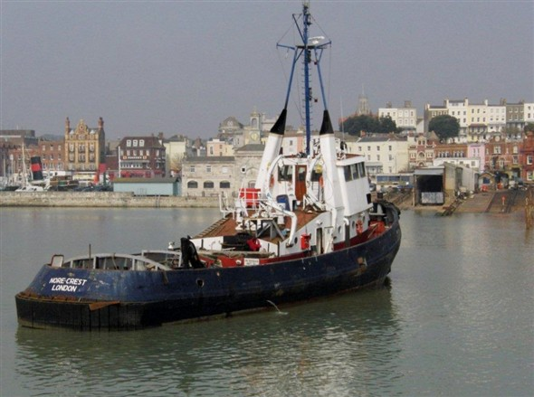 Photo:Nore Crest approaches the slipway