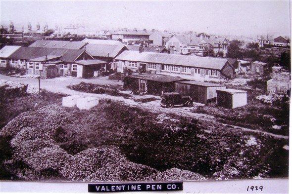 Photo:Valentine Pen Company - 1939