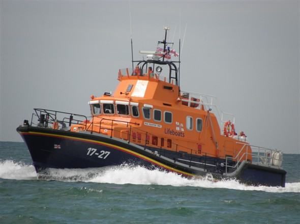 Photo:Lifeboat 17-27 arrives for a practice rescue