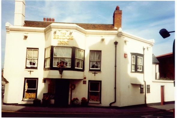 Photo:THE BRIDGE INN - 1990