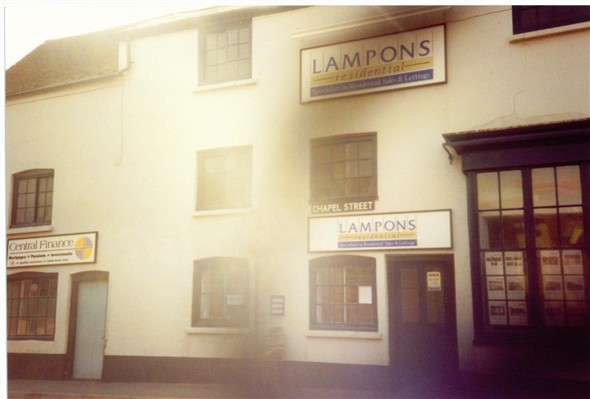 Photo:LAMPONS / CENTRAL FINANCE