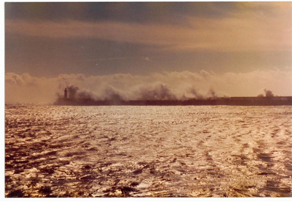 Photo:Waves over the breakwater 1982