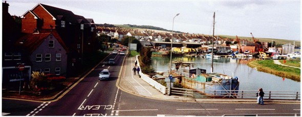 Photo:NORTH WAY FROM FOOTBRIDGE - 2002