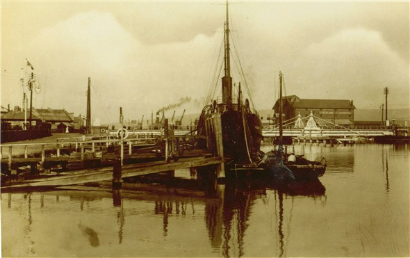 Photo:West Quay / Old Swing Bridge / Stricklands Warehouse - 1930