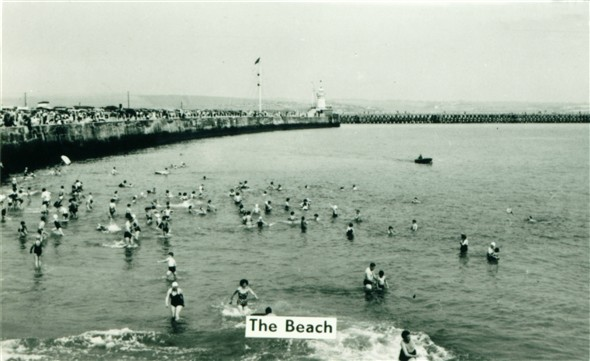 Photo:Sandy Beach - c1950