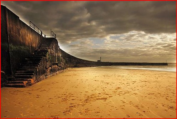Photo: Illustrative image for the 'NEWHAVEN HARBOUR BEACH STEPS' page