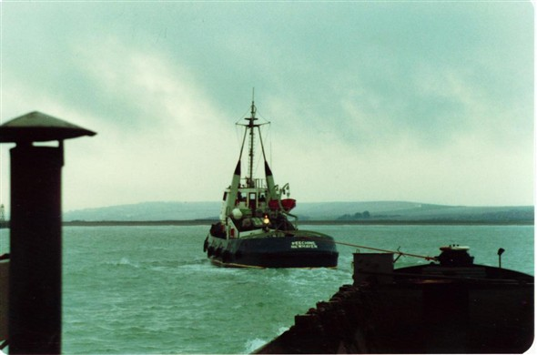 Photo:BARGE ON TOW