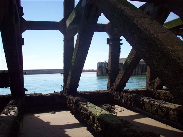 Photo:Inside East pier looking west