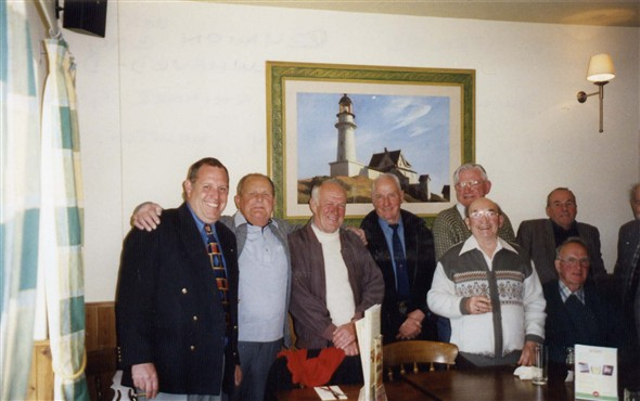 Photo:Officers' reunion 2003
