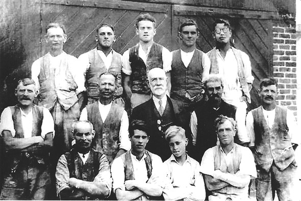 Photo:Colegate and Gray workers 1932