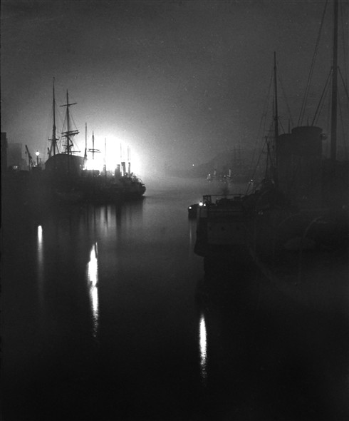Photo: Illustrative image for the 'LOW LIGHT PHOTOS OF THE HARBOUR' page