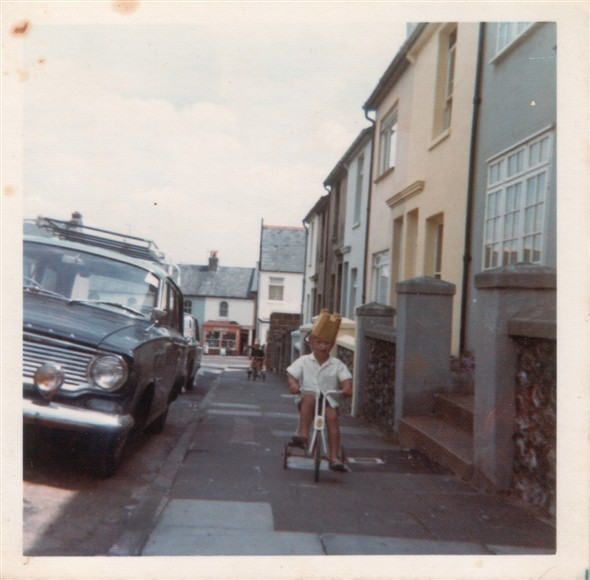 "Photo:LAWES AVENUE LOOKING DOWN - 1975 (Clive Stanyard with a bucket on his head?) ""HANDY STORES IN THE BACKGROUND"""