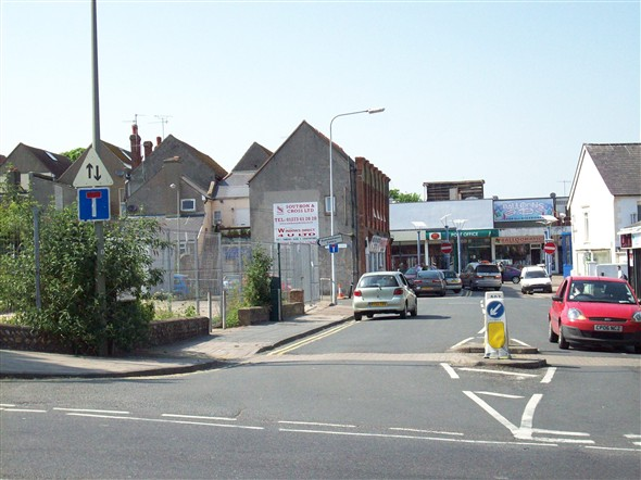 Photo:MEECHING ROAD TOWARDS SAXONHOLME SITE / HIGH ST - 2008