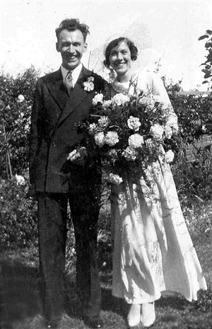 Photo:Arthur & Vi Longly on their wedding day in 1933