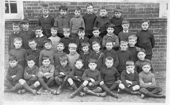 Photo:Newhaven Boys School class 3B  March 1920