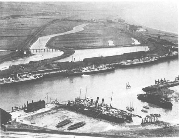 Photo: Illustrative image for the 'AERIAL VIEW OF NEWHAVEN HARBOUR - OYSTER POND COTTAGES' page