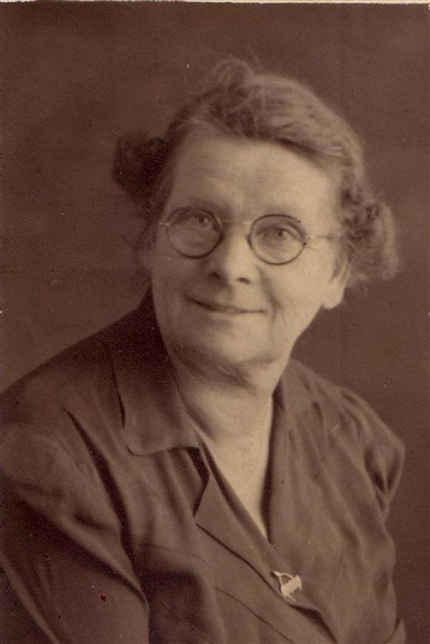 Photo:Elizabeth Holder (Attrell) 1888 - 1974