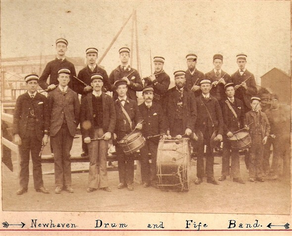 Photo:Newhaven Drum and Fife band c1888
