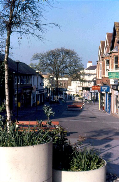 Photo:Upper High Street