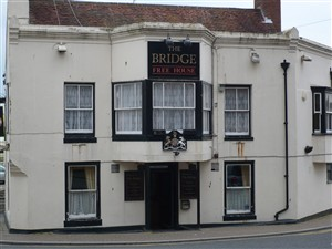 Photo:The Bridge Hotel