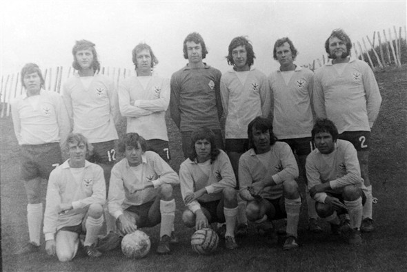 Photo:Back Row L-R: Jim Walton, Barry Keen, John Kennedy, Gary Broom, ?,?,?  Front Row L-R: ?,?, Robert Walton, Terry Walton & Brian Henderson