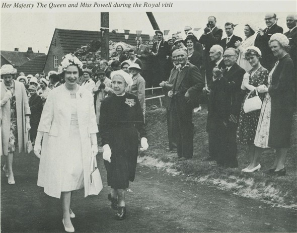 Photo:Queen and Muriel in Claremont Road