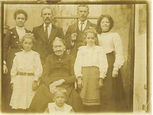 Photo:William, Elizabeth and family, back garden of 4 Lewes Road, approx 1903. Starting from top Left, Elizabeth, William, William James(son), Mabel(dau), Pansie(dau), Adelaide(Wills Mum),Renie(dau), Jack(son)