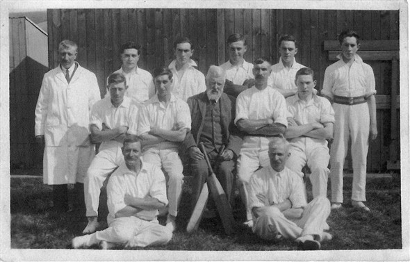 Photo:South Heighton Cricket team WITHOUT HATS