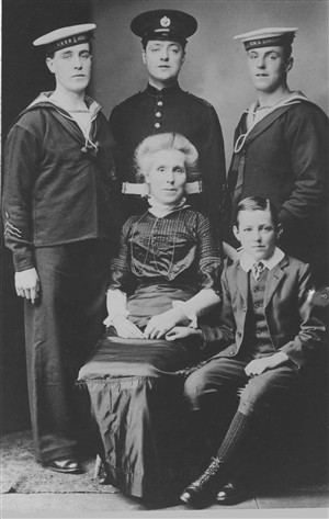 Photo:Sarah Hibling with sons Arther, Len, Dick & Lawrence