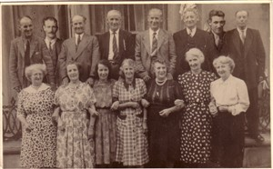 Photo:Top row: Alfred, Jack, Arther, Frank, Horace, Percy, Albert, Charlie.  Bottom row: Pat, Lil, Queenie, Pritt, Eva, Rose, Flossie (my mum).