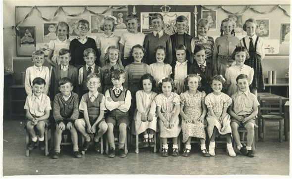 Photo:Class photo early 1950's