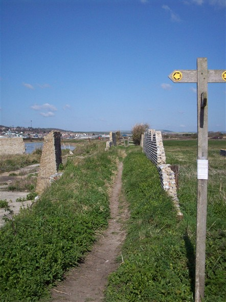 Photo:FOOTPATH TO NEWHAVEN