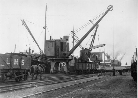 Photo:Horse & Crane Power on the railway