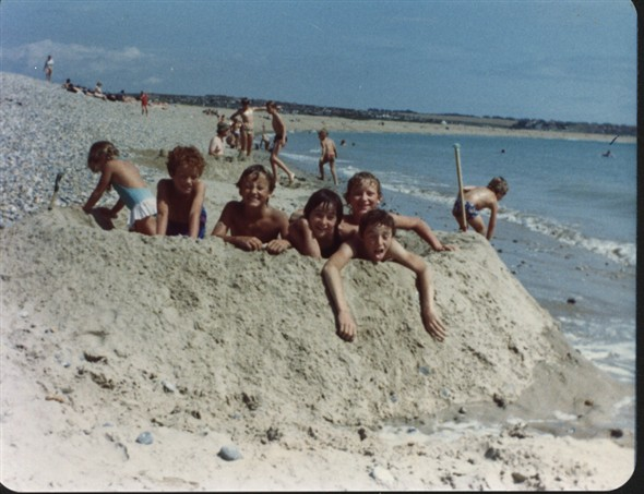 Photo: Illustrative image for the 'EAST SIDE BEACH 1978 WHEN THE SUN SHONE !' page