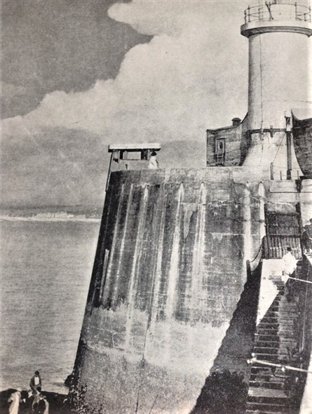 Photo: Illustrative image for the 'BREAKWATER END AND LIGHTHOUSE' page