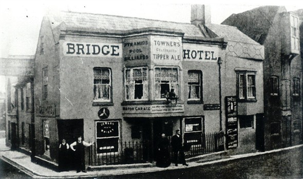 Photo:Bridge Hotel, now altered somewhat