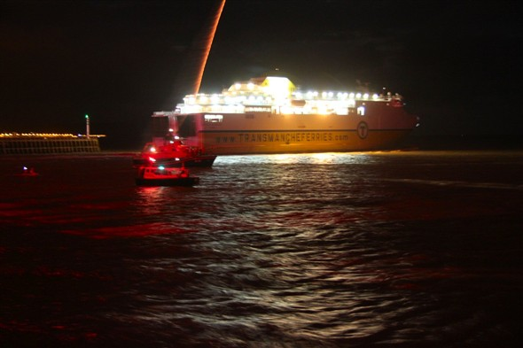 Photo:The ferry leaves and the lifeboat shoots up a flare