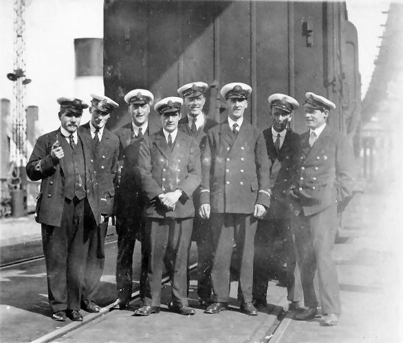 Photo:Newhaven Customs Officers