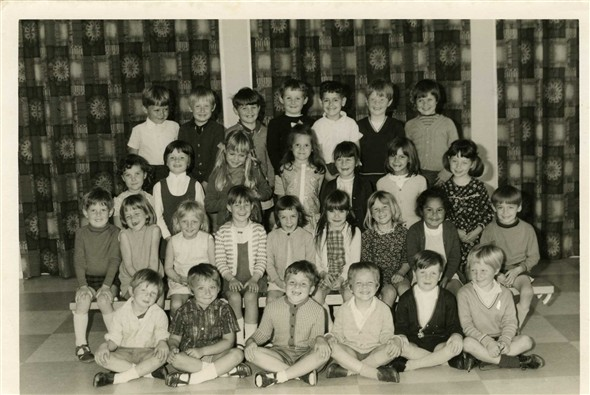 Photo:School Photo - group includes Alicia Harding, Lisa Walton, Sylvia Turner, Yvonne Turner, Colin Rookley.  Who are the others?