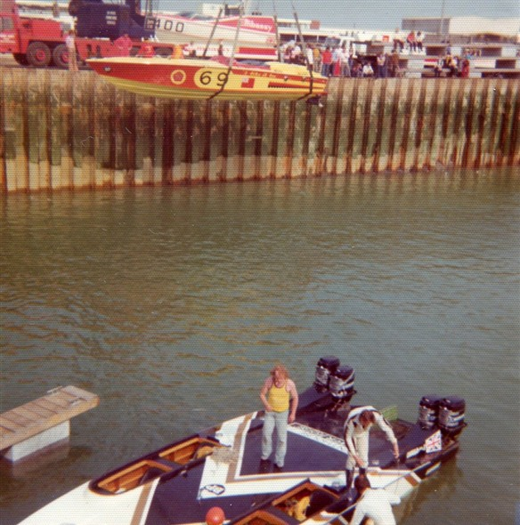 Photo:Preparing for the powerboat race