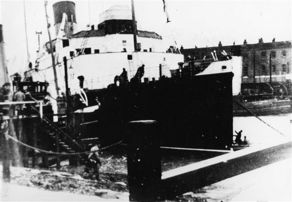 Photo:The Worthing alongside the Formost 22 after being blown across the river during a gale during the 1950`s.