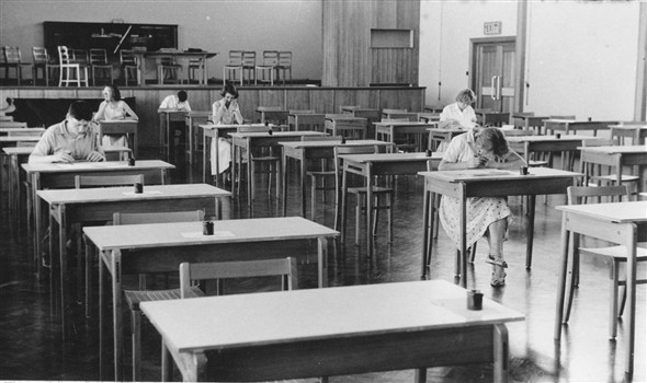 Photo:Photo 07 Must have been an easy exam, most of them finished early, whereas the girl at the back with glasses looks to be completely at a loss.